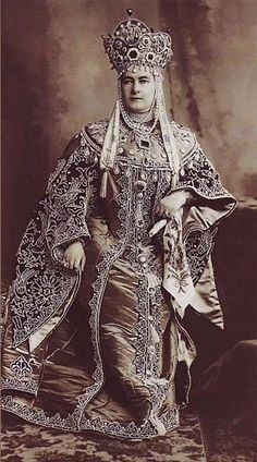 Bal, 1903.   La grande-duchesse Marie Pavlovna, née princesse de Mecklembourg-Schwerin (1854-1920), la tante de Nicolas II. En épouse de boyard de la fin du XVIIe.