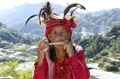 An Infugao woman in Banaue | 54 Fantastic Everyday Scenes From The Philippines