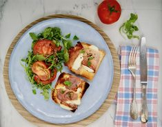 Prosciutto grillé et roquette aux tomates Mozzarella, Menu, Bruschetta, Vegetable Pizza, Vegetables, Ethnic Recipes, Food, Dried Tomatoes, Balsamic Vinegar