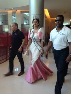 Media Tweets by Bb. Pilipinas (@RealBbPilipinas)   Twitter Philippine Fashion, Filipiniana Dress, Miss Universe 2015, Miss Independent, Muslim Girls, Prom Dresses, Formal Dresses, Asian Woman, Philippines