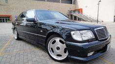 Mercedes S600 V-12 LONG w pełnym unikatowym stylu czyli tuner WALD-JAPAN !!!Wyposażenie totalnie MAXIMUM !!!STAN TECHNICZNY I WIZUALNY AUTA NOWY !!!Oryginalne 56700 km udokumentowane, rok produkcji 1998, pełna możliwa wersja wyposażenia a środek pachnie nowością.Dodatkowo tak pięknie brzmiącego układu wydechowego jeszcze nie słyszeliście, na bank.Przyjedź , zobacz , negocjuj , kup i ciesz się życiem :)ZAPRASZAM . ZOBACZ FILM !!!https://www.youtube.com/watch?v=gzJuMOFPLKo