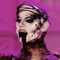 When Sharon stepped out in this and the fake blood came out of her mouth I was like yeah...she is the winner.