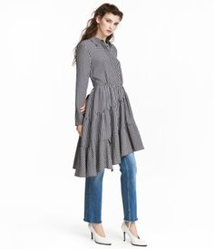 Black/white/checked. Dress in woven viscose-blend fabric. Collar, concealed buttons at front, and long sleeves with buttons at cuffs. Seam at waist, side