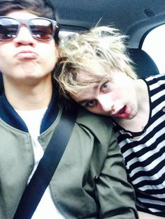 Calum and Michael<<< I AM COMPLETELY IN LOVE WITH MICHAEL FUCKING CLIFFORD'S HAIR I CAN'T TAKE IT!!!!!!!!!!!!!!!!!