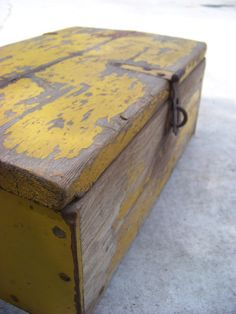 Old Wooden Trunk With Chippy Yellow Paint / Antique Wooden Lidded Trunk / Rustic…