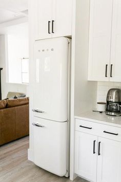 Brokentop VRBO — Light & Dwell SMEG in kitchen—maybe use for drinks and other party treats and have a second hidden panel refrigerator for everyday use Decor, Kitchen Inspirations, House, Interior, Home, Kitchen Remodel, Kitchen Decor, Kitchen Dining, Home Kitchens