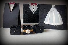 Kit para Casamento (120 itens) feitos com papel alto relevo para scrapbook 180g.  Inclui: 20 forminhas para docinhos 20 wrappers vazados (saias para cupcake) 20 caixas para bem-casado noivo 20 caixas para bem-casado noiva 20 reservas de mesa noivo personalizados 20 reservas de mesa noiva personalizados R$ 260,00