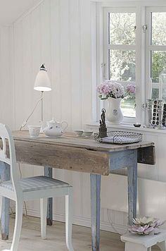 shabby chic cottage home office Home Office Inspiration, Design Inspiration, Design Ideas, Book Design, Design Design, Shabby Chic, Shabby Vintage, Vintage Decor, Home Interior