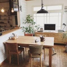 fuji-kumiさんの、観葉植物,テレビ台,サイドボード,家具,キッチンカウンター,アンティーク,ガラス戸,照明,板壁,シャビーシック,古いもの,ドライフラワー,NO GREEN NO LIFE,コンテスト参加します,ダイニングテーブル,キッチン,のお部屋写真