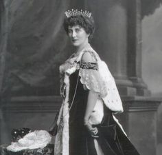 Mary Caroline, Countess of Erroll, wearing a variation on the classic fringe tiara, but more loosely clustered, so that the individual diamond pinnacles spread outward.