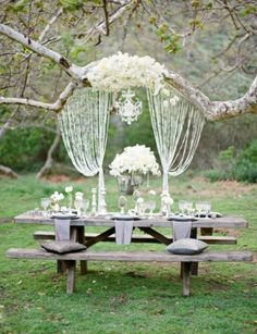 Bohemian Chic Wedding Decor: highlight the table with crystal beaded curtains and a chandelier. Glamorous Wedding, Dream Wedding, Wedding Day, Wedding Table, Wedding Picnic, Wedding Tips, Romantic Weddings, Elegant Wedding, Chic Wedding