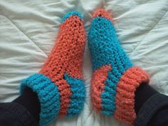 loom knit slippers - tutorial! by fantasticmio on craftster.org