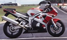 1999 Yamaha R6..I remember thinking how cool this was when I bought mine..now it looks outdated. .had a lot of fun with it..good memories