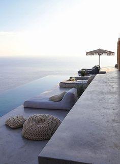 Piscina infinita con vista al mar Positano, Home Design, Design Ideas, Vacation Ideas, Piscina Hotel, Syros Greece, Mykonos Hotels, Chill, Comfort Design