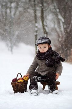 The Little Apple Seller / cute images of winter I Love Winter, Winter Kids, Winter Snow, Precious Children, Beautiful Children, Cute Kids, Cute Babies, Winter Schnee, Snow Scenes