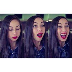 Quando ti metti il rossetto... #sempre #InPiùNessunoTeLoDice #EPassiLaSerataCosì #vabeh #lipstick #labbrerosse #smack #bacio #redlips #makeup #insopportabilmentedonna #trucco #rossetto #tutorial #girly #cliché