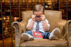 toddler boy photo shoot in a bookshop sessao de fotos menino na livraria