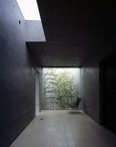 House in Kakinokizaka, Japan by Satoshi Okada architects
