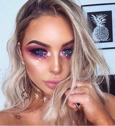 rhinestone eye makeup, Coachella makeup looks, festival make up, sparkly jewelry into your makeup lo Festival Looks, Festival Make Up, Beautiful Halloween Makeup, Halloween Makeup Looks, Gorgeous Makeup, Amazing Makeup, Magical Makeup, Unicorn Makeup, Mermaid Makeup