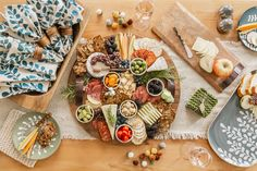 Build the perfect charcuterie board with Mud Pie new arrivals! #mudpiegift #charcuterie Mud Pie Gifts, Paper Guest Towels, Cheese Board Set, Chip And Dip Bowl, Dish Sets, White Pumpkins, Serving Board, Charcuterie Board, Fall Home Decor