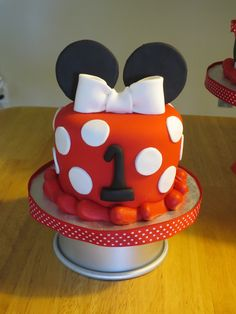 Minnie Mouse Smash Cake... except no fondant (besides ears and bow ) just cool whip frosting