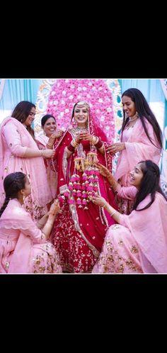Photographs, Marriage, Sari, Crown, Fashion, Valentines Day Weddings, Saree, Moda, Corona
