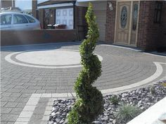 Stunning Picture Collection for Paving Ideas & Driveway Ideas Front Garden Ideas Driveway, Driveway Design, Driveway Landscaping, Block Paving Driveway, Resin Driveway, Circular Driveway, Walkway, Garden Slabs, Garden Paving