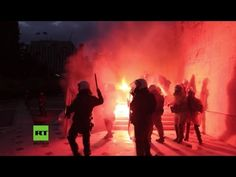 Griechenland: Schwere Ausschreitungen vor Parlament wegen Billigung weiterer Sparmaßnahmen — RT Deutsch