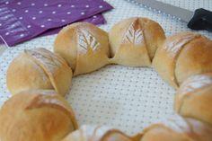 Le pain couronne à petites feuilles
