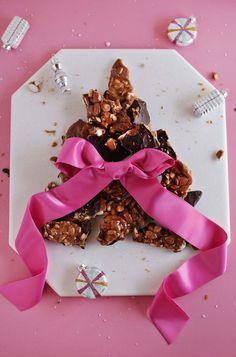 Easy dark chocolate almond brittle recipe! Working with /justins/