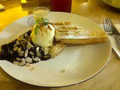 #waffle #rumsauce #hummingbird #bandung