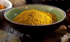 Gurkemeie/turmeric ; Sykdomsforebyggende, slimløsende og antiinflammatorisk. Det finnes mange gode grunner til å inkludere «superkrydderet» gurkemeie i ditt daglige kosthold.