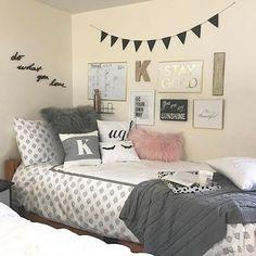 Gorgeous 85 Beautiful Cute DIY Dorm Room Decoration Ideas https://livinking.com/2017/08/11/85-beautiful-cute-diy-dorm-room-decoration-ideas/