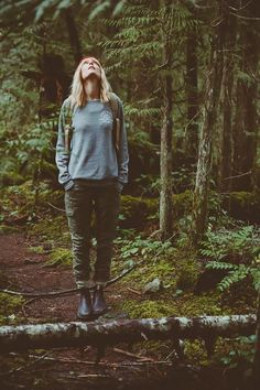 Ideas For Outdoor Camping Outfits Wanderlust Photography Poses, Fashion Photography, Camping Photography, Nature Photography, Selfie Foto, Granola Girl, Adventure Style, Adventure Outfit, Adventure Photos