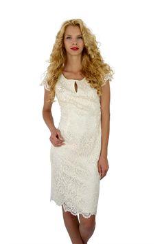 Rochie scurta din broderie bumbac alb-crem, croita pe corp, cu maneca scurta, este o creatie extrem de rafinata si plina de eleganta.