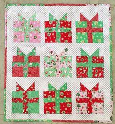 Christmas Present Mini Quilt - free block pattern here: fortworthfabricst. Christmas Present Quilt Block Pattern, Christmas Quilt Patterns, Christmas Sewing, Christmas Quilting, Christmas Ideas, Christmas Blocks, Xmas, Christmas Presents, Christmas Crafts