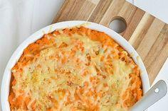 Een Ovenschotel is vaak makkelijk te maken, en je kan er mee blijven variëren. Dit is een makkelijk gerecht voor een prei schotel uit de oven.