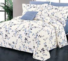 Dans les tons de bleu et blanc aux motifs floraux, la housse Adelaide est fait de 100 % coton.