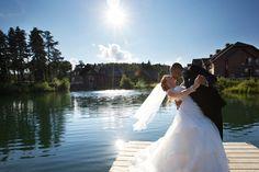 Magnifique vue de l'étang central au bord de l'Auberge qui accompagne notre couple star de la journée!