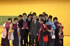 후쿠오카대학 법학부졸업생들과 지도교수..가운데 제일 잘생긴 학생이 울 아들..