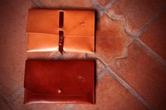 Handmade Leather Clutch. Natural leather whit Brown decorative strip. Ludena design.