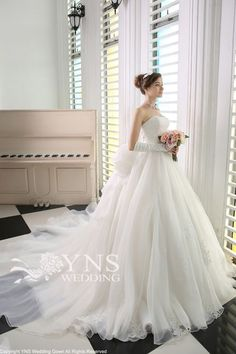 I love the gloves. Evening Dresses For Weddings, Princess Wedding Dresses, White Wedding Dresses, Formal Wedding, Wedding Bride, Bridal Dresses, Wedding Styles, Wedding Gowns, Yns Wedding