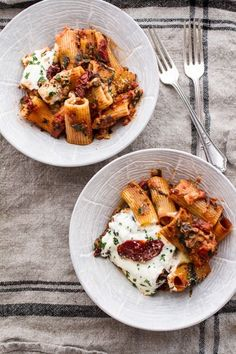 Sun-Dried Tomato and Spinach Pasta Bake #vegetarian