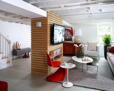 Kellerwohnung hell fenster in Grau gestaltet praktische Möbel rote Akzente setzen Aufmerksamkeit anziehen