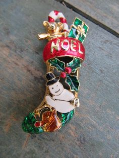 Vintage Christmas Pin   Enamel Stocking NOEL.