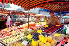 A huge choice is offered to customers at the Weekly Market - Near or far, sweet or sour, but at all events fresh. Mainz Germany, Business Travel, Events, Memories, Fresh, Places, Fine Dining, Day Trips, City
