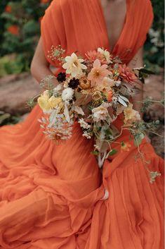 Matrimonio in estate - orange wedding dress- orange bridesmaid- wedding ideas for summer wedding Wedding Bouquets, Wedding Flowers, Wedding Dresses, Flower Bouquets, Dream Wedding, Wedding Day, Orange Wedding, Summer Wedding, Arte Floral