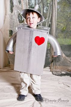 Great collection of no sew Halloween costumes. Easy and inexpensive ideas that anyone can do!