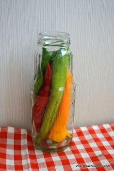 Ardei iuti in otet la borcan murati pentru iarna | Savori Urbane Fresh Rolls, Pickles, Cucumber, Ethnic Recipes, Food, Essen, Meals, Pickle, Yemek