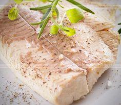 Sprawdzone i pyszne przepisy na ryby. Aromatyczna tilapia pieczona w folii. Aby wykonać tą potrawę  potrzebujesz: filety z tilapii, papryka, pory.
